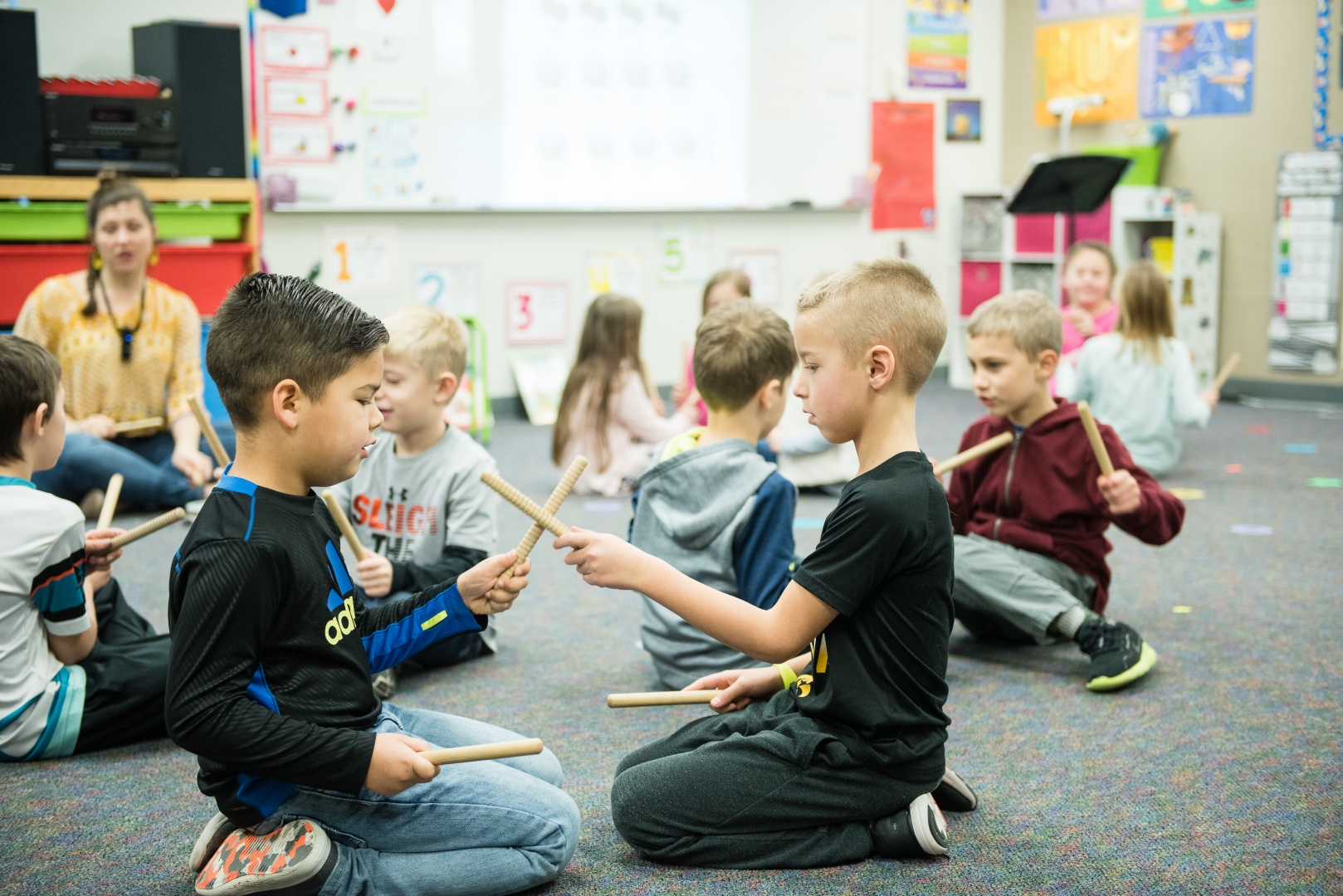 Oviatt students work on coordination and cross-brain motions in Music